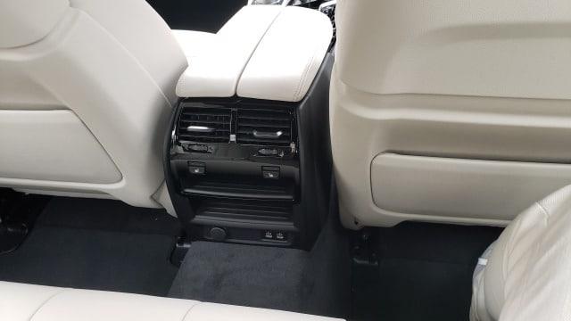 新型5シリーズ後部座席